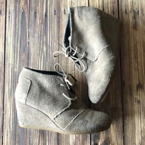 Toms Tan Taupe Suede Lace-Up Wedges 8